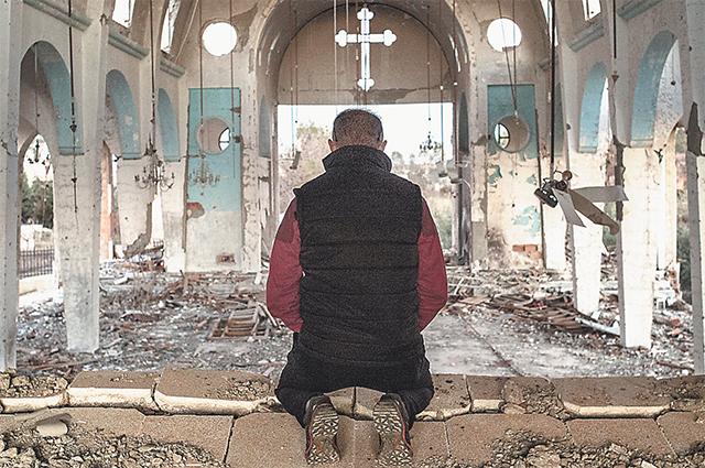 Новый год - в развалинах христианского храма, под грохот американских бомбёжек... Безумие? Нет, вера!
