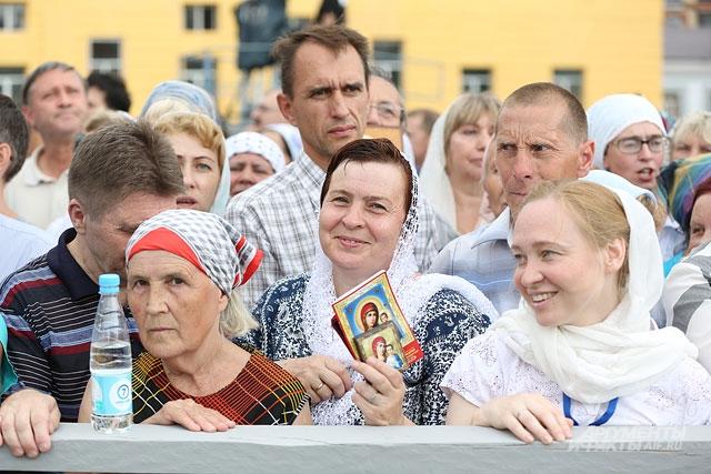 Патриарх Кирилл в Казани 2016, крестный ход, Казанская икона Божьей матери, верующие
