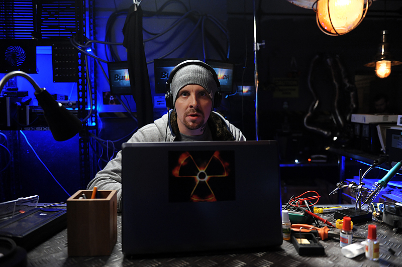 Алексей Базанов сыграл в сериале сисадмина Игоря, живущего в компьютерном клубе.
