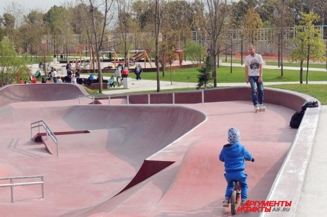 В построенном Сергеем Галицким парке есть несколько площадок для детей и подростков.