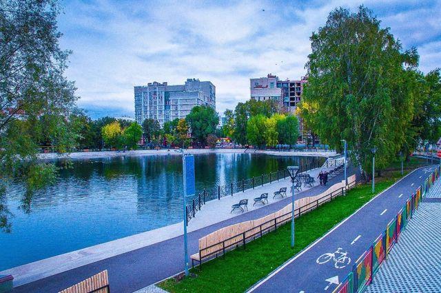 Озеро Солдатское в паре имени Якутова.