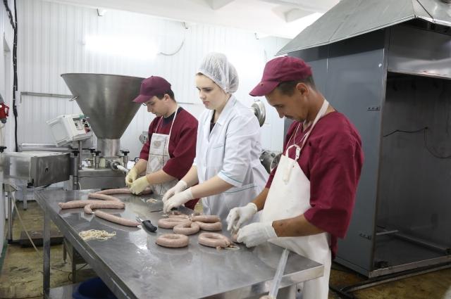 Идринские кооператоры производят колбасы и мясопродукты.