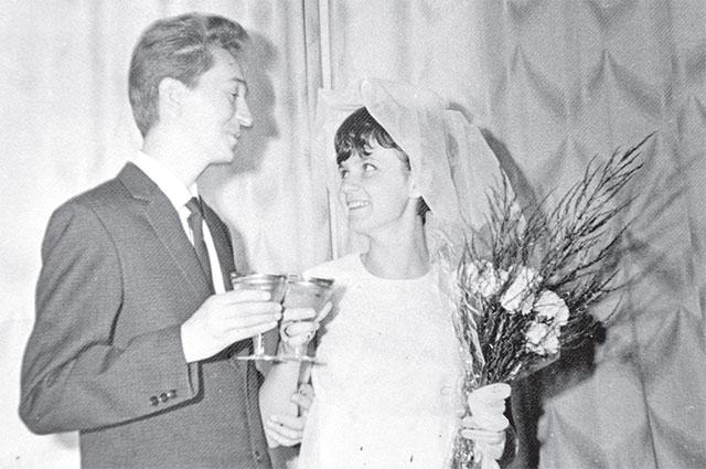 Свадьбу сыграли в Москве спустя год и три месяца после знакомства.