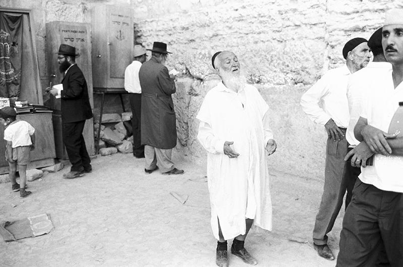 После войны по арабским странам прокатилась волна еврейских погромов. С ни в чём не повинными людьми сводили счёты за военные поражения. 1967 г