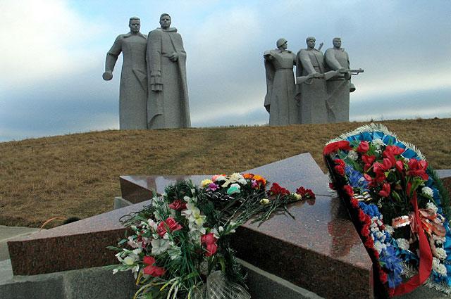 Мемориал у разъезда Дубосеково, посвященный подвигу 28 героев-панфиловцев.