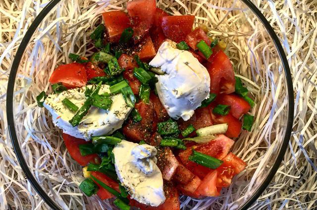 Вкусный салат из помидоров.