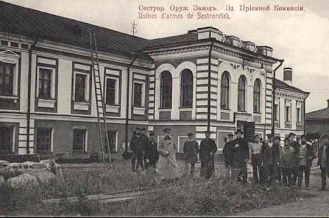 Токарев был прикомандирован к Сестрорецкому оружейному заводу.