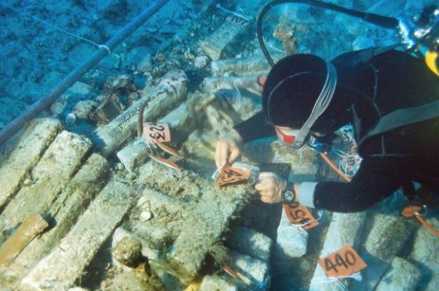 Археологи ищут находки на дне моря