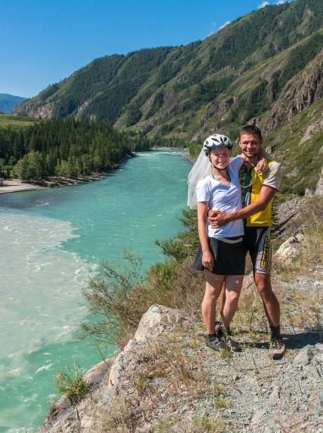 Вместе супруги проехали от Кавказа до Алтая!