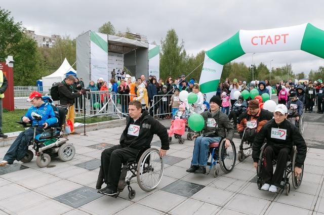Начало «Зелёному марафону» по доброй традиции положил забег людей с ограниченными возможностями здоровья.