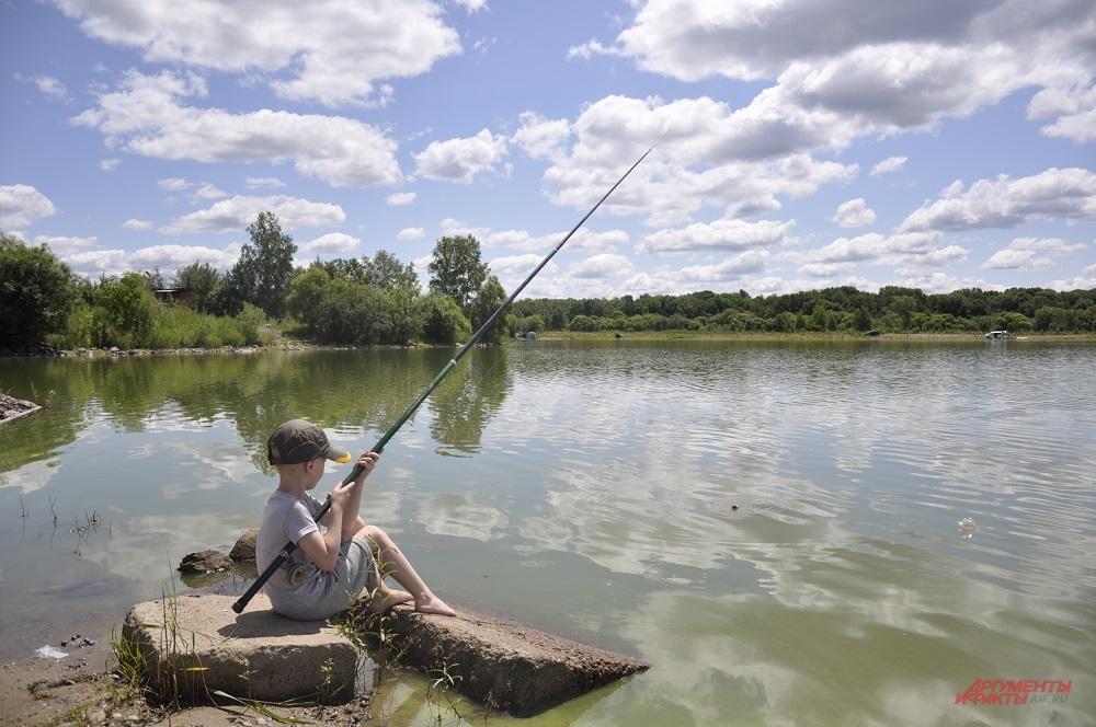 Рыболовный азарт захватил всех, независимо от возраста