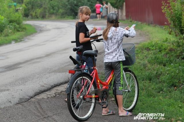 В хуторе проживает около 200 детей, не считая тех, кто приехал сюда на летние каникулы.