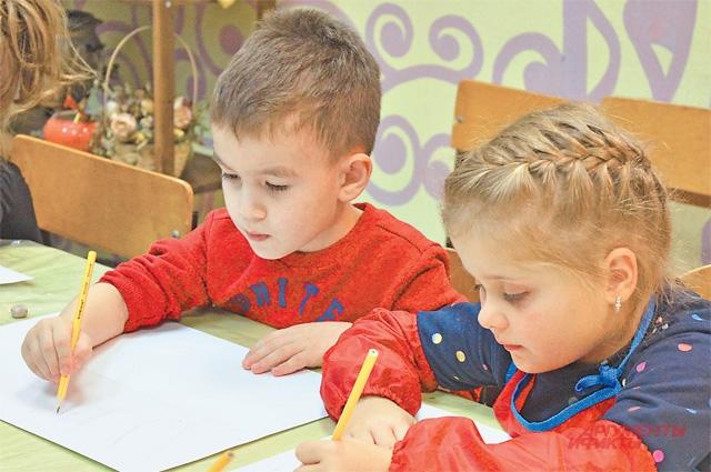 Для маленьких здесь много интересного: можно учиться рисовать или пойти на развивающие занятия.