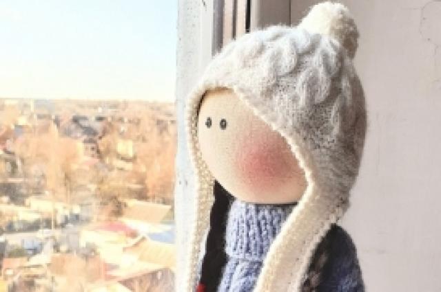 Текстильная кукла: мягкая, но с характером.
