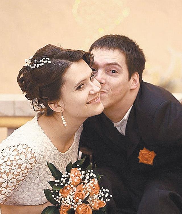 Елене было 26 лет, а Вячеславу 33 года, когда они сыграли свадьбу. Фото из семейного архива.