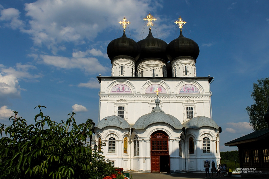 Трифонов монастырь - духовный, культурный и образовательный центр Вятки.