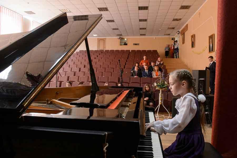 Выпускники школы искусств — лауреаты многих конкурсов.