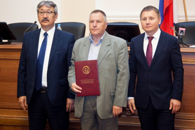 руководитель ООО «Водоснабжение» из г. Фролова Владимир Жарков был удостоен звания «Лучший менеджер 2016 года» в сфере ЖКХ.