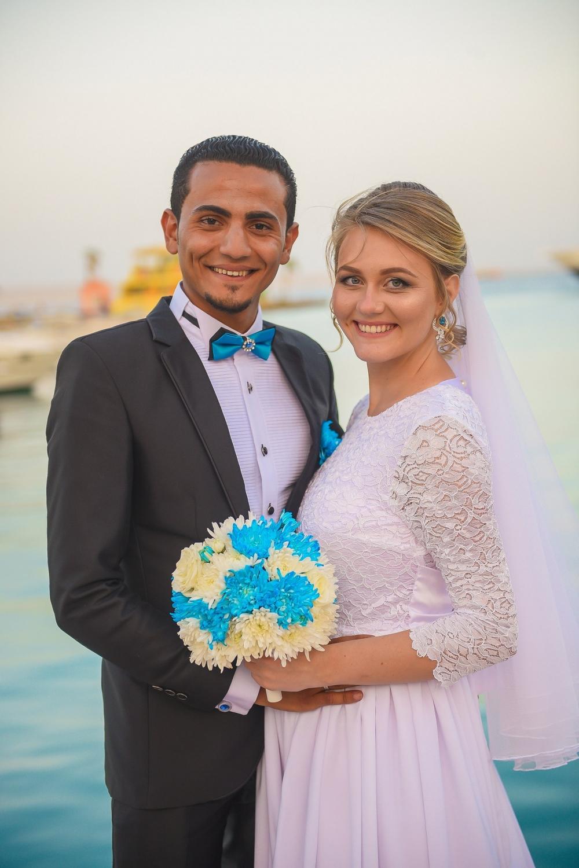 Несмотря на отсутствие прямого авиасообщения между Египотм и Россией, родственники Ксюши прилетели на свадьбу из Омска в Хургаду.