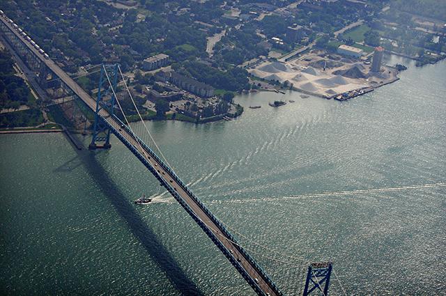 Мост Амбассадор.
