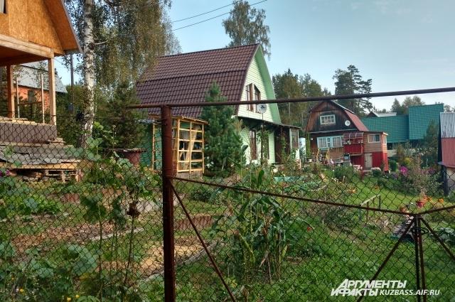 Дачный поселок Углеп, который снесут, чтобы построить очередной разрез.