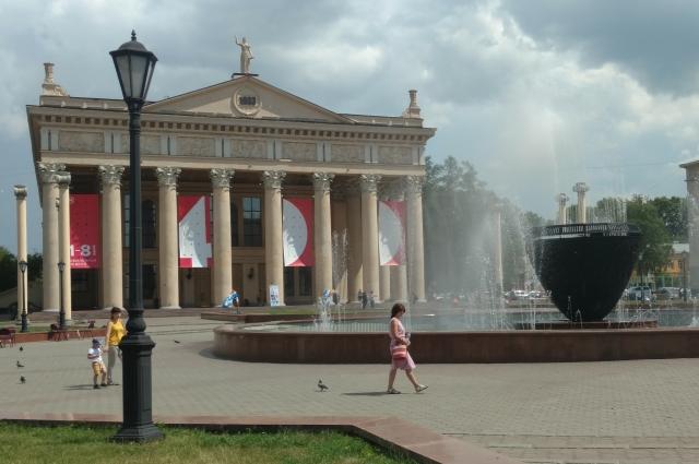 Автор логотипа 400-летия Новокузнецка Владимир Черепанов своего имени не скрывал.