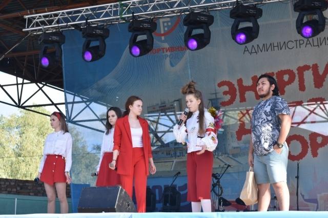 Девушки покорили гостей фестиваля своим мастерством.