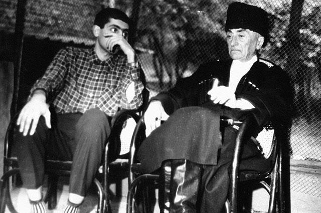 Звиада Гамсахурдиа с отцом, 1972 г.