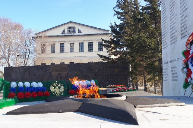 Вечный огонь на Исторической площади в Тюмени.