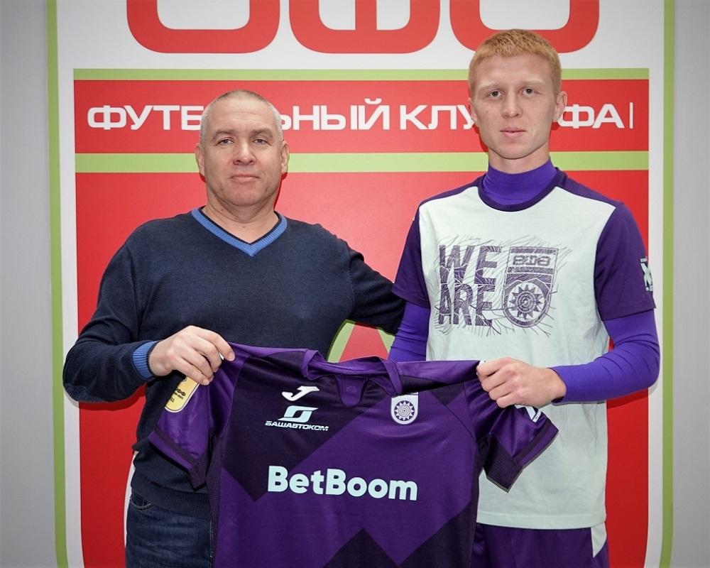 Владислав Камилов (справа)