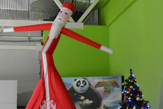 А еще в «Высшей Лиге» можно увидеть танцующего Деда Мороза!