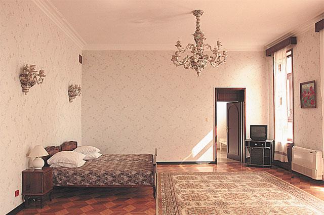 Фарфоровая люстра в спальне стоила $100 000