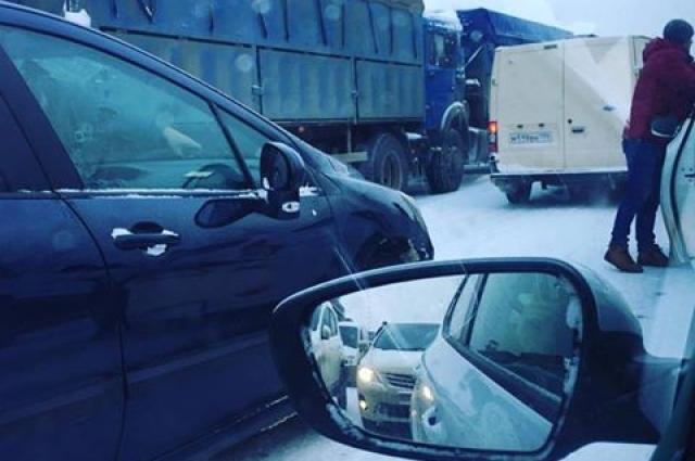 На трассе Ростов-Батайск. Фото сделано только что нашим читателем в пробке.