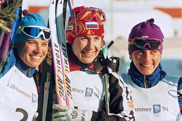 Лыжницы призёры в гонке на 10 км свободным стилем на XVII зимних Олимпийских играх в норвежском городе Лиллехаммере (слева направо): Мануэла Ди Чента (Италия) 2-е место; Любовь Егорова (Россия) 1-е место и Стефания Бельмондо (Италия) 3-е место