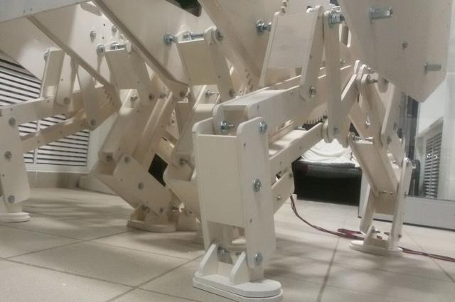 Восемь «ног» обеспечивают мобильность платформы.