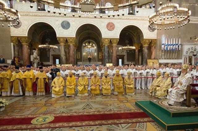 Патриарх Кирилл принял участие в богослужении.