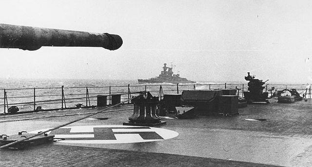 «Адмирал Шеер» на пути в Норвегию. Февраль 1942 года. Снимок сделан с борта крейсера «Принц Ойген»