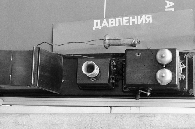 Первый телефонный аппарат, установленный в Москве Международной компанией Белла. Из коллекции московской городской телефонной станции. 1890 год.