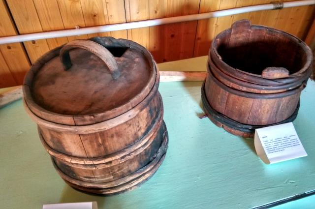 Квашня, ушат - утварь, которая передана в дар музею от жителей села Успенка.