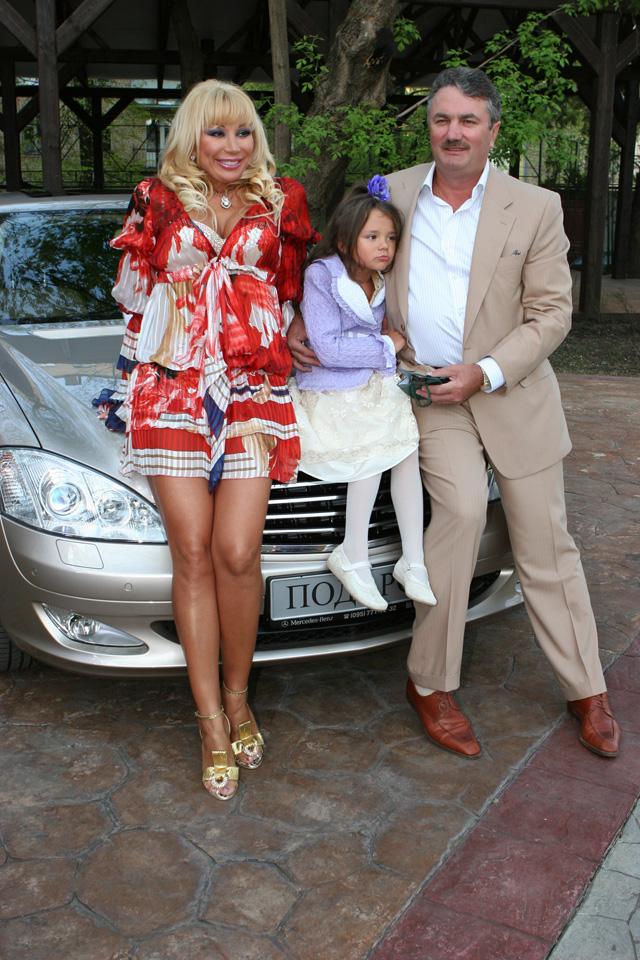 Маша Распутина c мужем и дочерью.