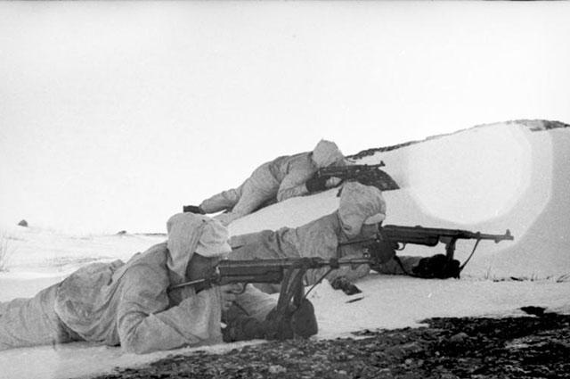 Немецкие солдаты с MP 38/40.