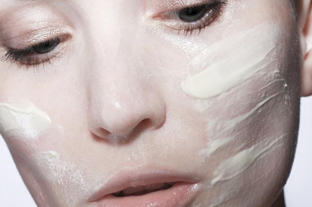 Сыворотки и маски - это дополнительный уход.
