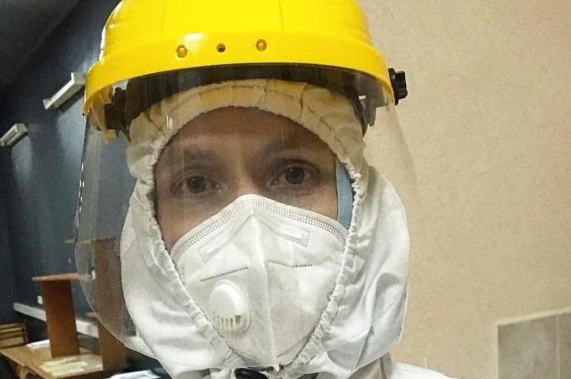 Через 31 день после первых признаков болезни Иван уже вышел на смену в красную зону моноинфекционного госпиталя.