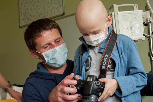 Фотоволонтёры учат детей передавать эмоции через снимки.