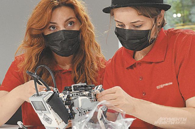 После уроков в школе работают кружки Copter, «3D-лаборатория», «Биохимический практикум» и др.