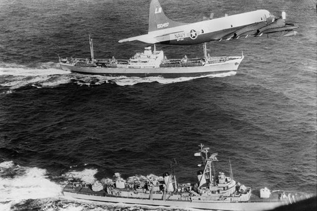 Каждое советское судно, идущее на Кубу, сопровождал американский патрульный самолёт