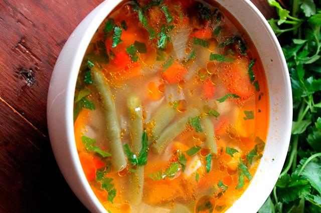 Суп из зелёной фасоли с томатом
