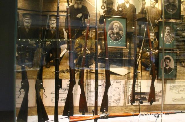 В тульском музее хранятся винтовки Мосина разных лет, но почетное место занимает самая первая трехлинейка.
