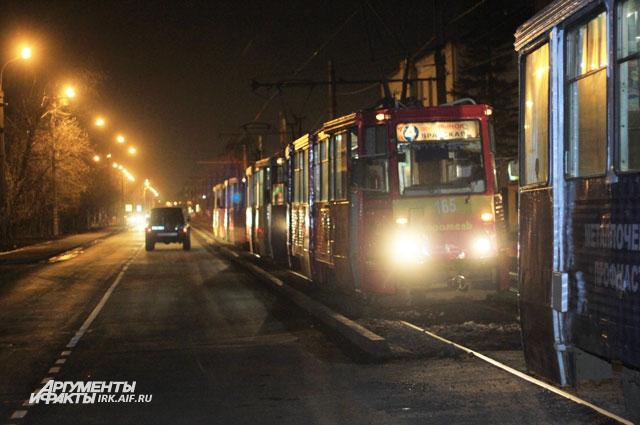 На линии образовалась большая пробка из трамваев.