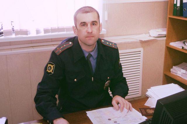 Капитан полиции Владимир Буленков в начале 2015 года спас местную жительницу от стаи бродячих собак.